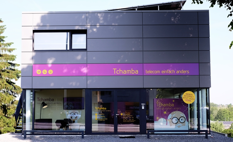 Tchamba Fassadenbeschriftung